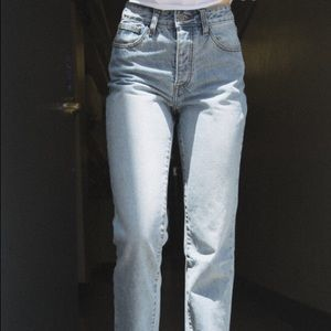 BRANDY MELVILLE MILLIE LIGHT WASH JEANS SIZE 24 XS